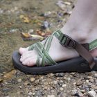 best hiking sandals for flat feet